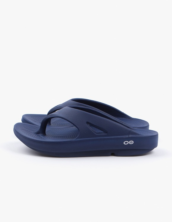 OOFOS Healing Flip Flop Slipper - Navy | HEIGHTS. | 하이츠 온라인 스토어