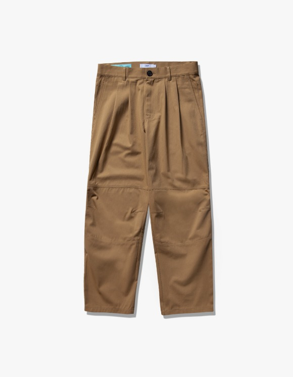 IZOLA NYC Wide Tuck Twill Pants - Beige | HEIGHTS. | 하이츠 온라인 스토어
